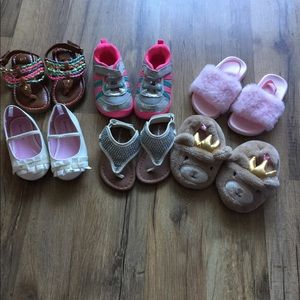 6 pairs of toddler girls shoes